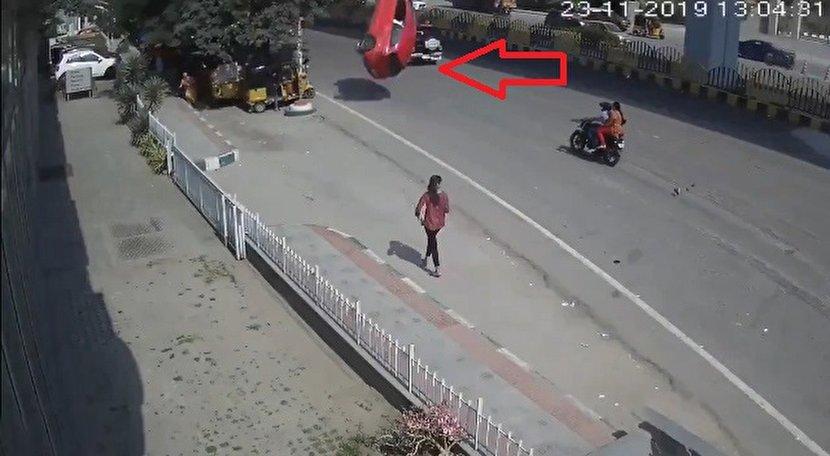 فیلم: سقوط از ارتفاع ۴۰ متری عاقبت تخته گاز با خودرو مرگ!