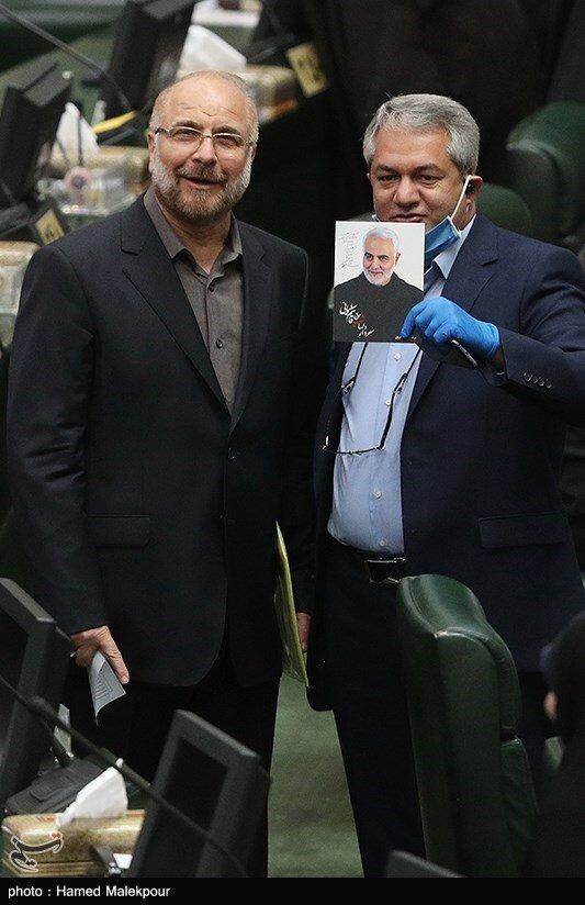 عکس: قالیباف در کنار تصویری از سردار سلیمانی در صحن مجلس