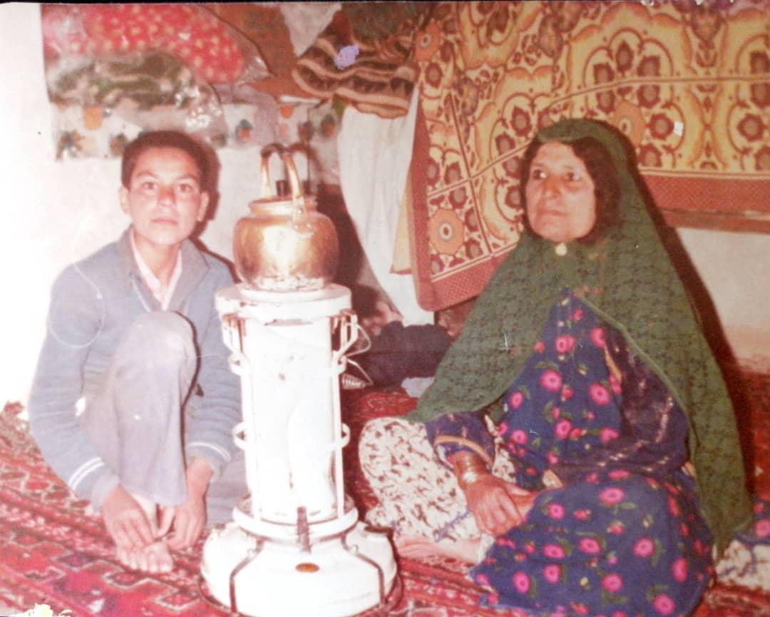 عکسی قدیمی از کمدین خنده بازار در کنار مادرش +عکس