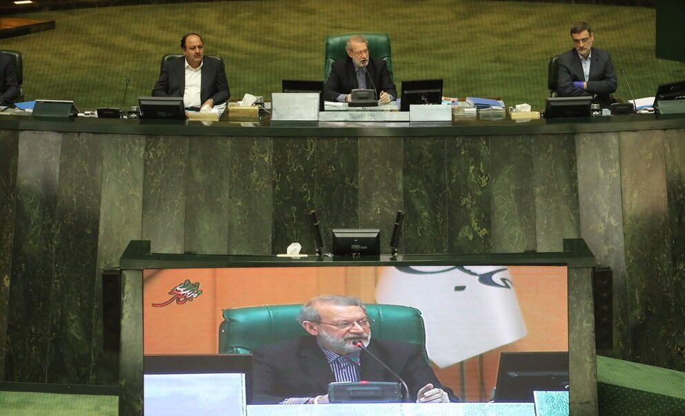 مقایسه ۲ عکس از علی لاریجانی؛ افتتاحیه مجلس هشتم و اختتامیه مجلس دهم