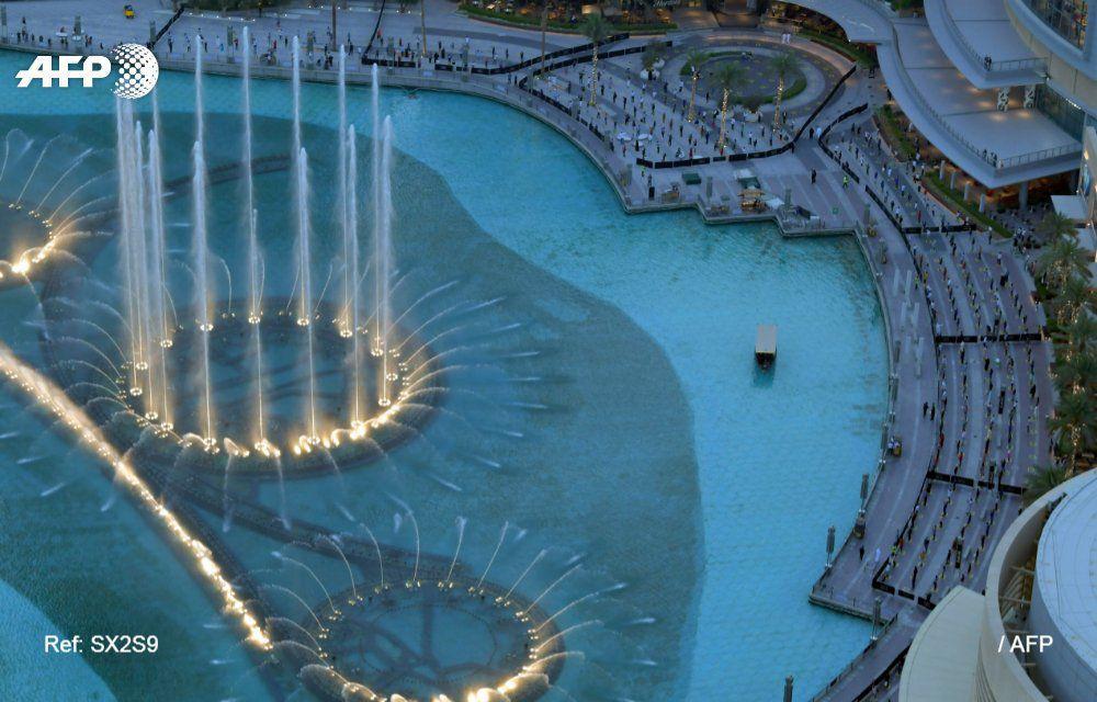 تماشای فواره های آبی موزیکال دبی