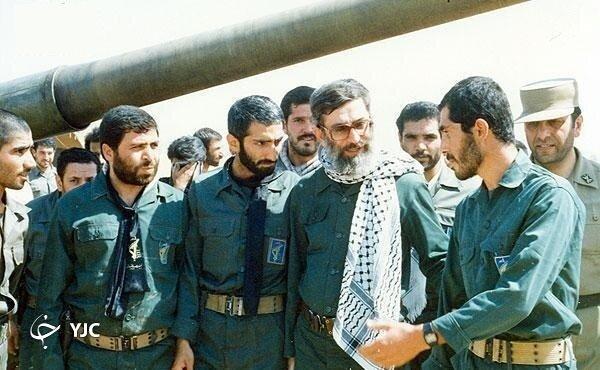 رهبر انقلاب با پوشش نظامی