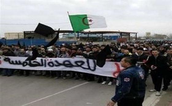 حمله پلیس الجزایر به مخالفان نامزدی بوتفلیقه در انتخابات