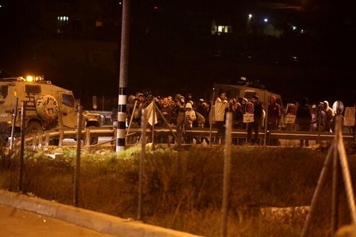 حمله وحشیانه صهیونیست ها به منازل فلسطینیها