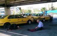 عکس: نماز اول وقت راننده تاکسیها
