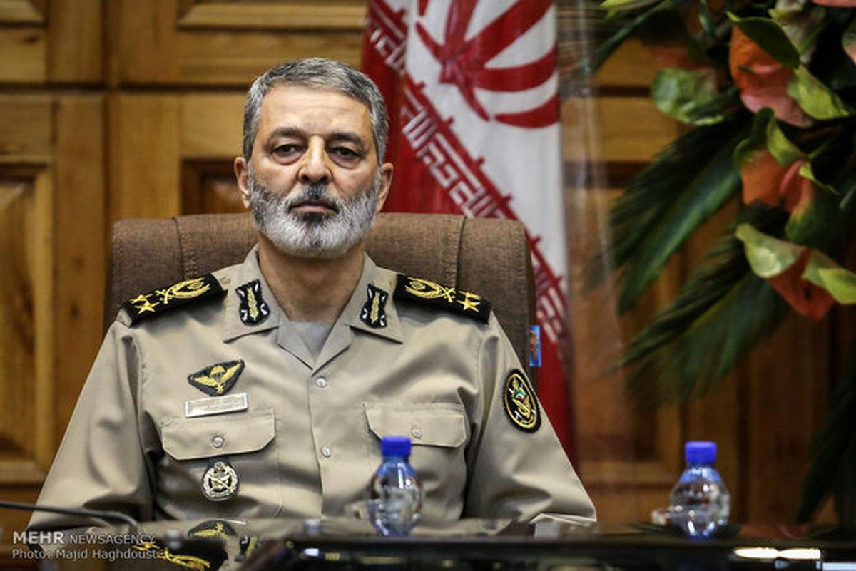 سرلشکر موسوی: دشمن در سست کردن پیوند ارتش با مردم توفیق نداشته است