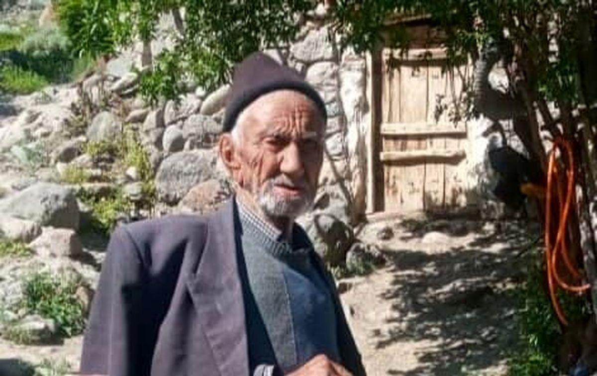 تزریق واکسن کرونا به پیرترین فرد ایران +عکس