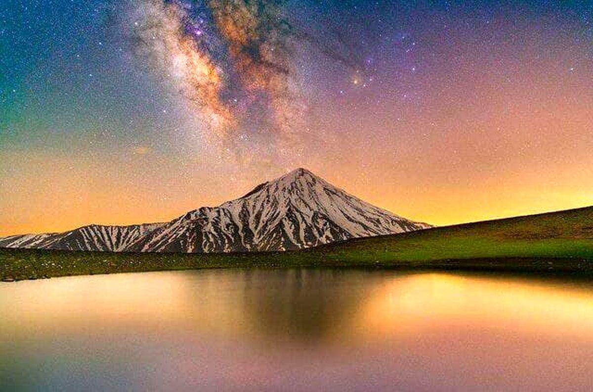کهکشان راه شیری بر فراز قله دماوند +عکس