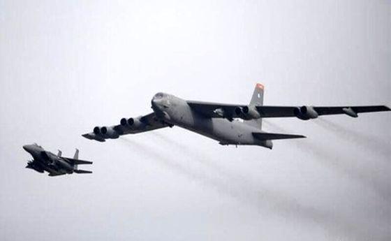 پرواز دو بمبافکن آمریکایی روی خلیج فارس