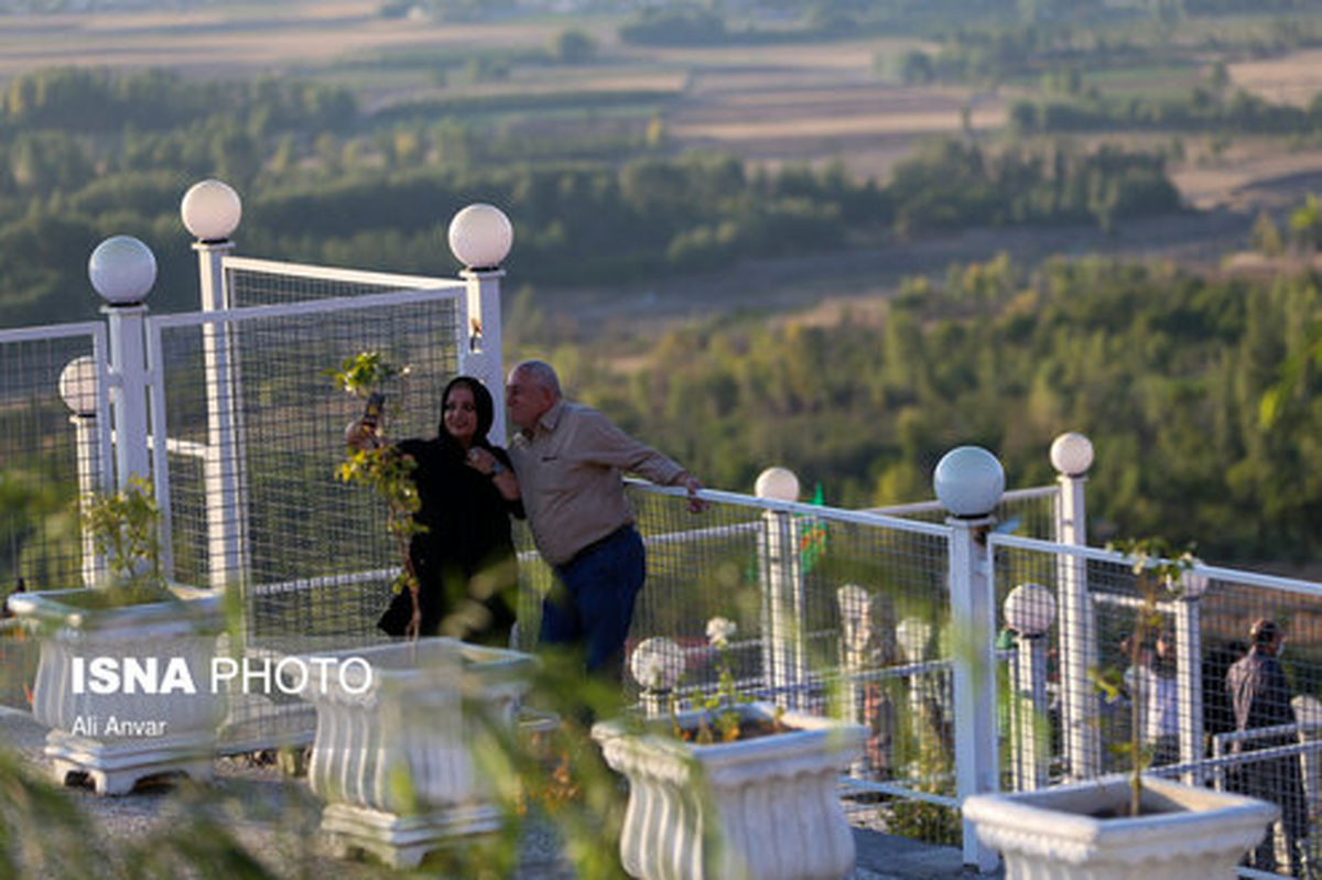 تصاویر: نخستین پل معلق تمام شیشهای قوسی شکل جهان در ایران