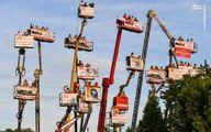 عکس: تماشای مسابقه بر روی بالابر