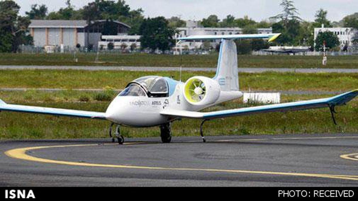 پرواز اولین هواپیمای برقی جهان/عکس