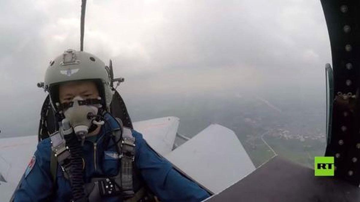 وقتی پرندهها هواپیمای نظامی را سرنگون کردند! +فیلم