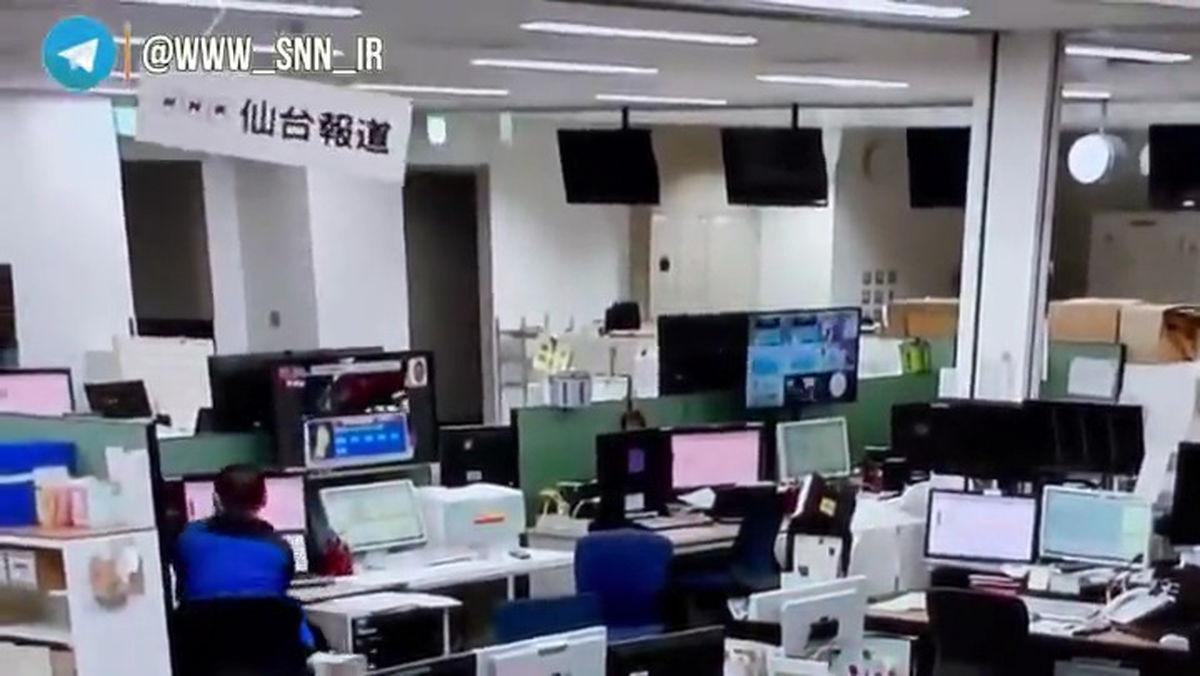 آرامش عجیب یک کارمند هنگام زلزله ۷.۲ ریشتری ژاپن  +فیلم