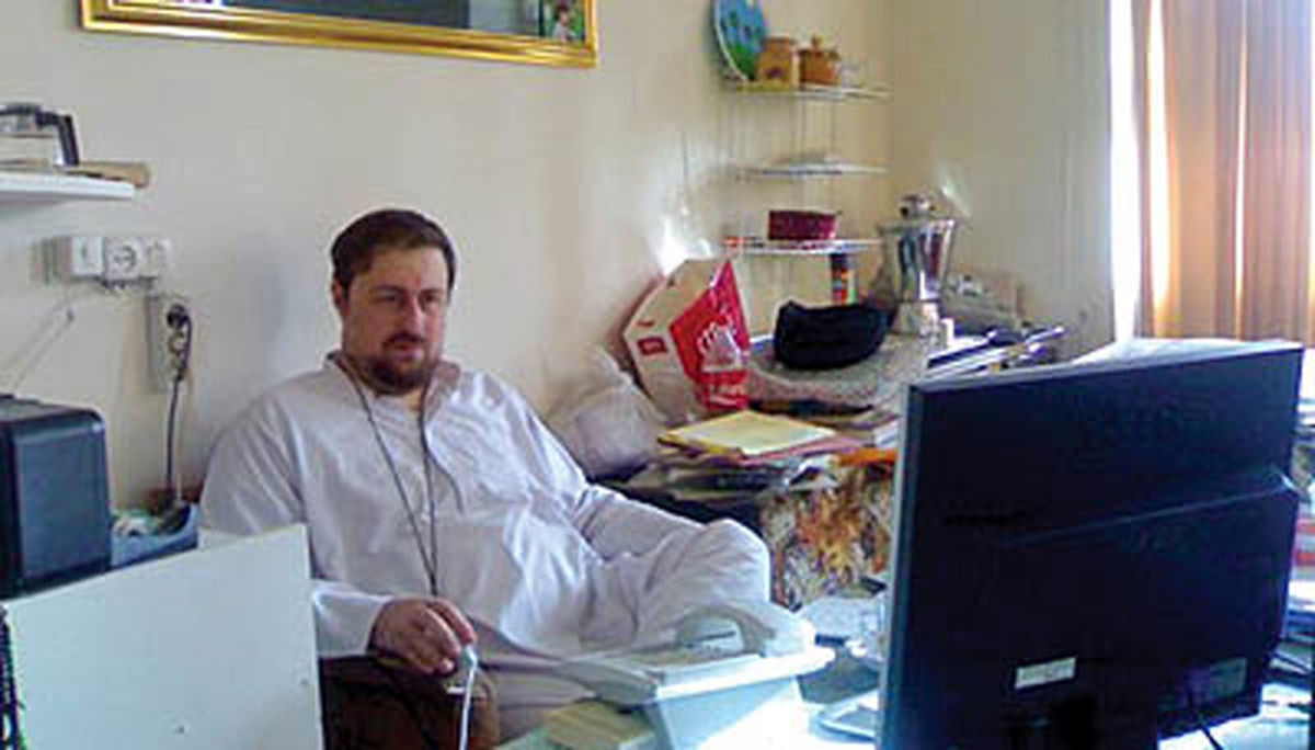 سیدحسن خمینی در اتاق کارش +عکس