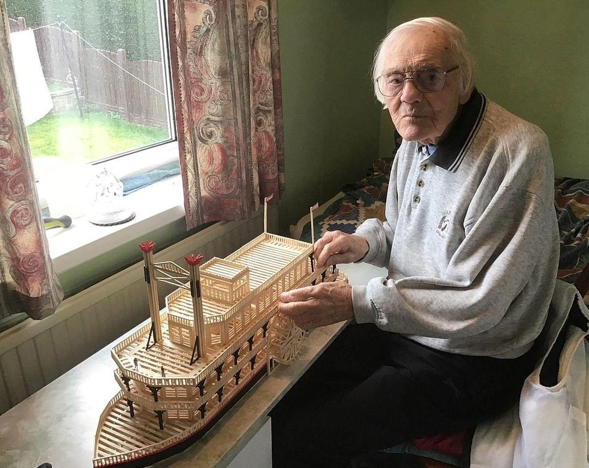 سازههای کبریتی یک پیرمرد در ۸۷ سالگی سوژه شد! +عکس