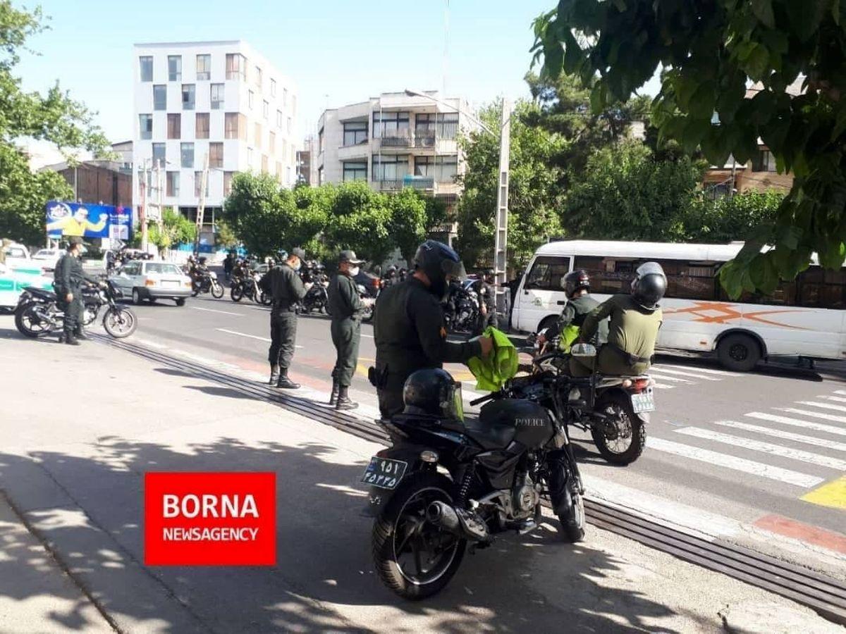 عکس: تدابیر امنیتی در مقابل در شماره ۵ وزارت کشور