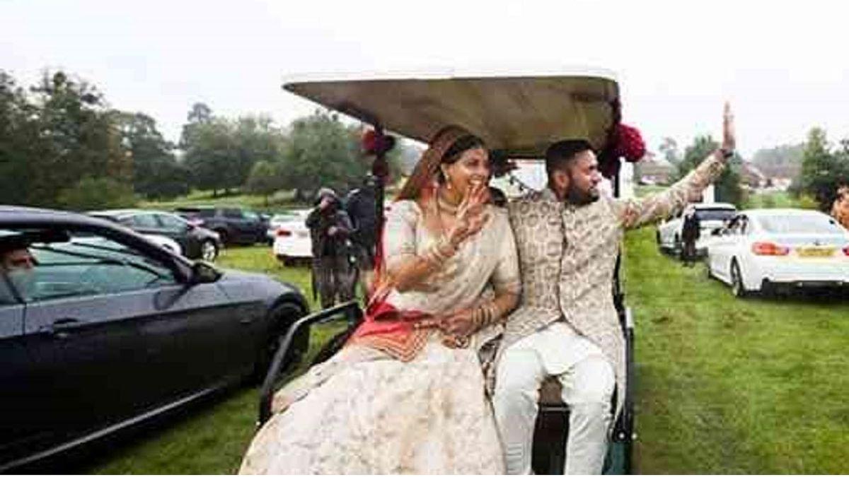 ماسک عجیب مهمان در مراسم عروسی سوژه شد! +عکس