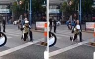 اقدام تحسین برانگیز مامور پلیس در خیابان +عکس