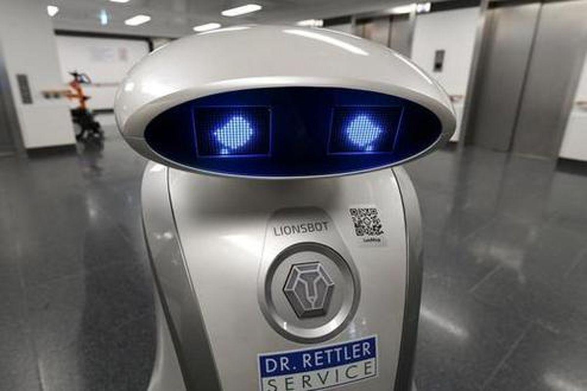 گریههای یک روبات تمیز کننده بیمارستان! +عکس