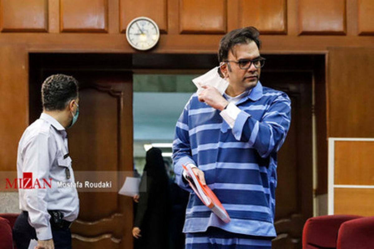 تصاویر: تهیه کننده سریال شهرزاد با لباس زندان در دادگاه