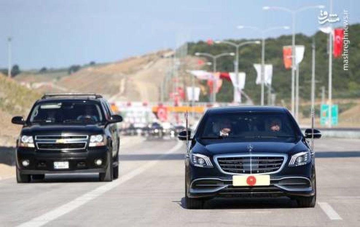 رانندگی رئیس جمهور در بزرگراه +عکس