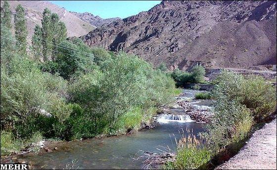 آلودگی مهمترین منبع تامین آب شرب تهران/ رودخانه کرج از نفت و فاضلاب پر شد