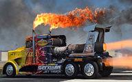 فیلم: انفجار موتور کامیون حین مسابقه!
