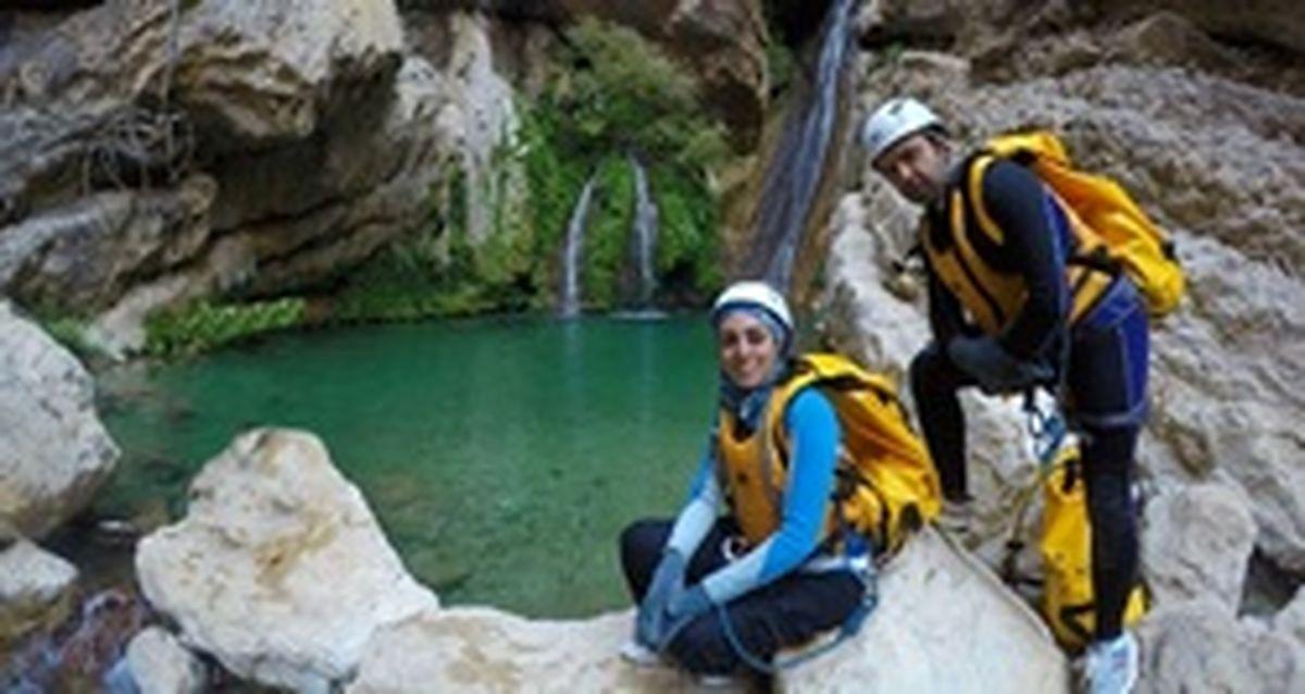 این زوج ۵ سال است به جای سفرهای خارجی ایرانگردی میکنند/ با حجاب هم میتوان طبیعت گردی کرد/ ترکیه و ارمنستان ده درصد جاذبههای گردشگری ایران را دارند