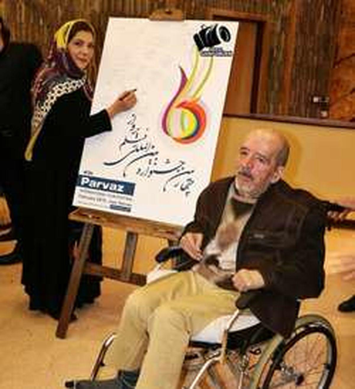 بازیگر معروف ایرانی روی ویلچر در کنار همسرش +عکس