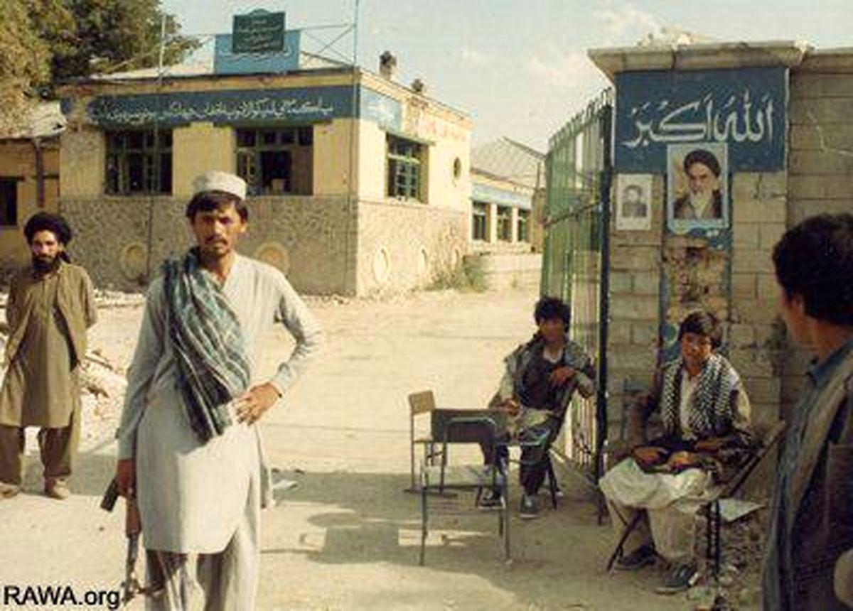 کتابهای امام در اتاق احمدشاه مسعود بود / دو هزار نفر را به جرم خمینیست بودن اعدام کردند