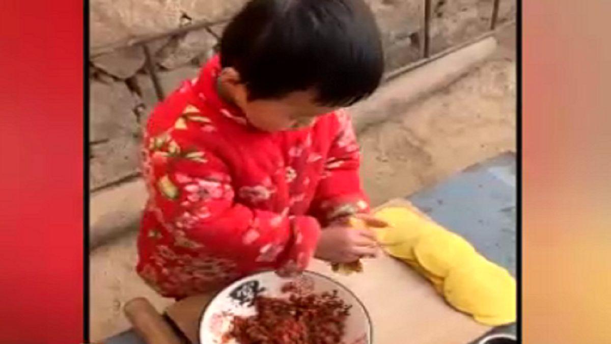 مهارت بی نظیر کودکی ۶ ساله در آشپزی +فیلم