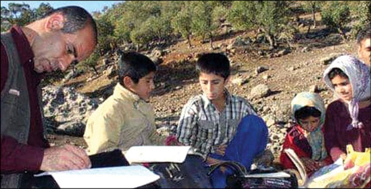 معلم لرستانی کوهبهکوه در پی دانشآموز! +عکس