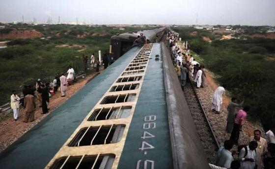 ۳۰ کشته و ۵۰ زخمی بر اثر تصادف ۲ قطار در پاکستان +فیلم