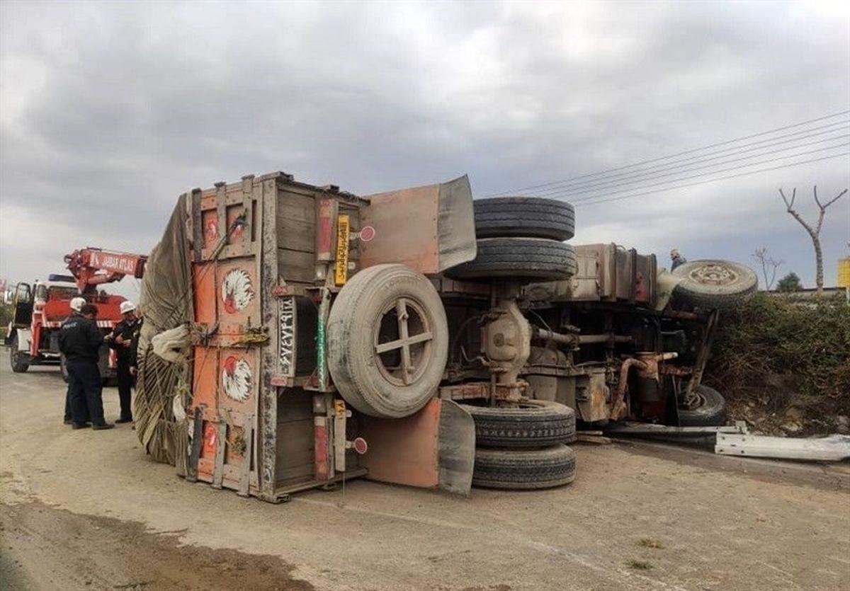 واژگونی کامیون در بزرگراه آزادگان +تصاویر