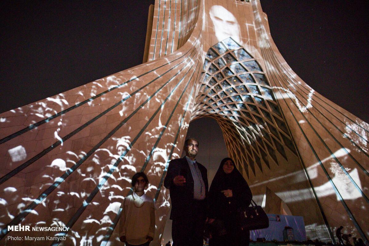 تصاویر: نورپردازی برج آزادی در شب سالروز پیروزی انقلاب