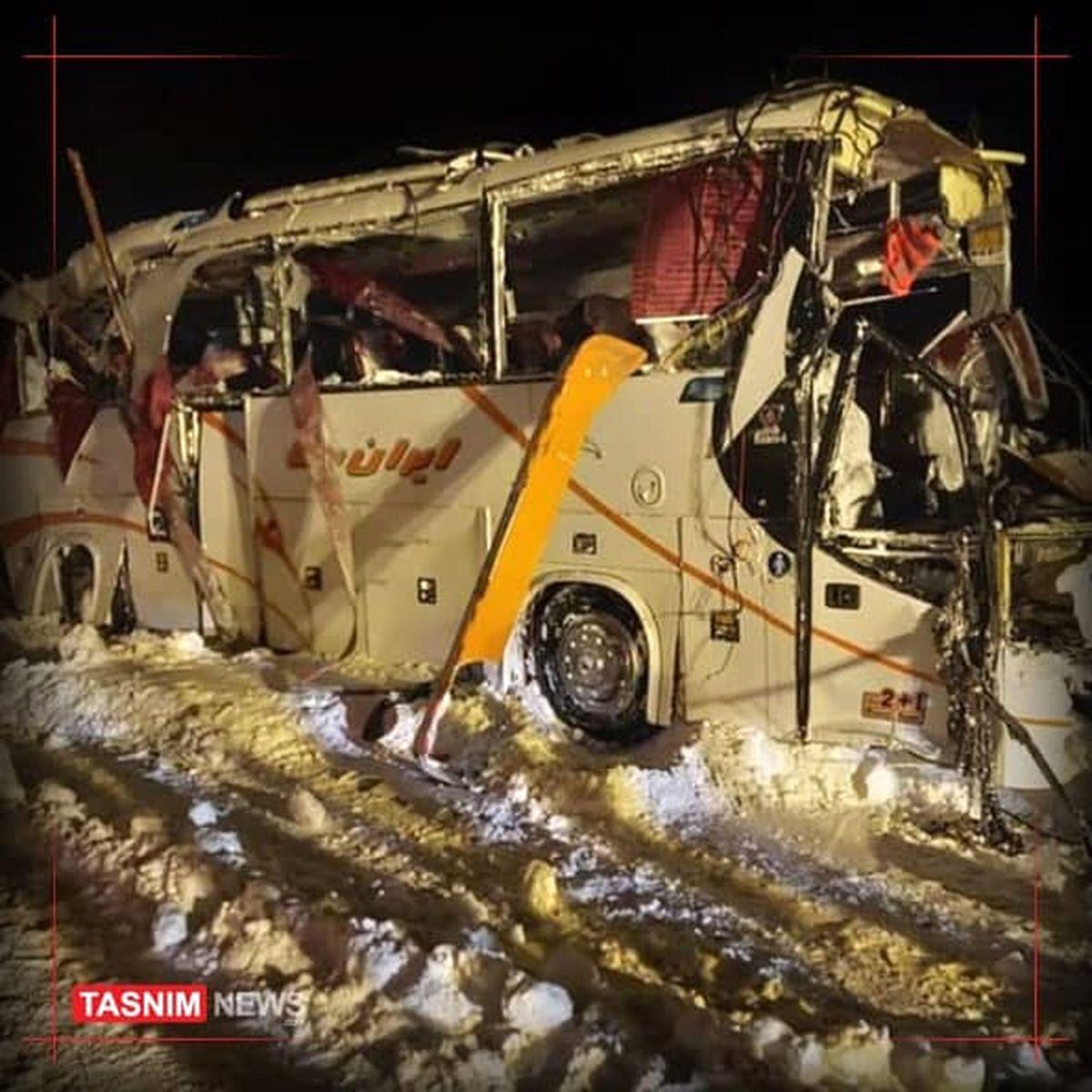 واژگونی اتوبوس فوتسالیستها در محور کرج چالوس