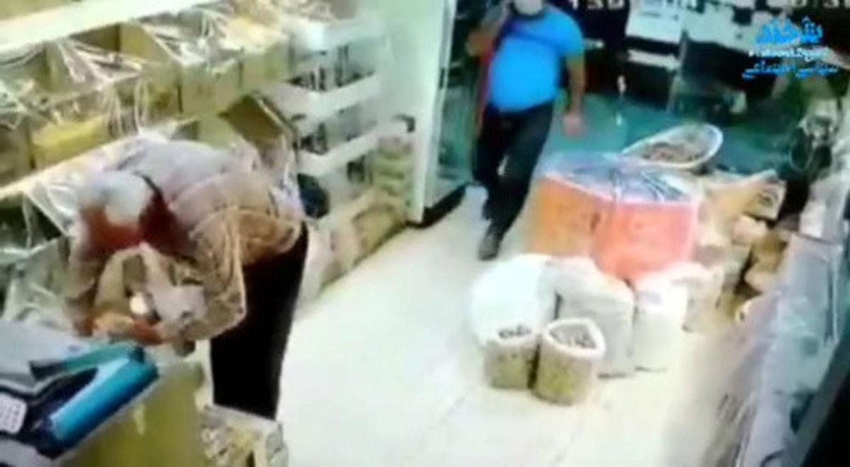 سرقت گونی پسته از مغازه عطاری +فیلم