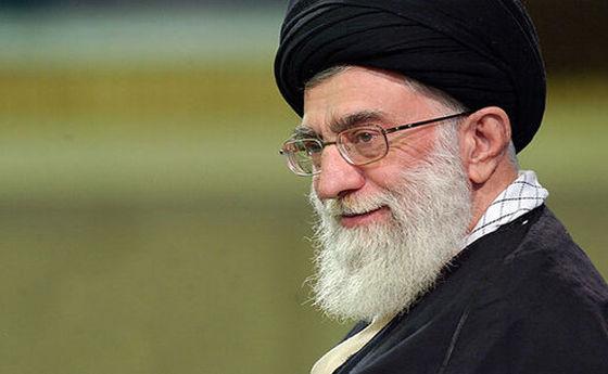 عکس دیده نشده از رهبر انقلاب در حرم امام رضا (ع)