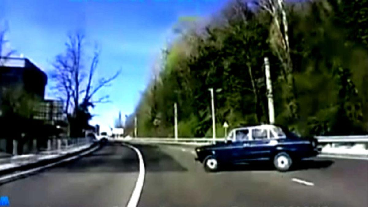 تصادف وحشتناک ۳ خودرو در یک خیابان +فیلم