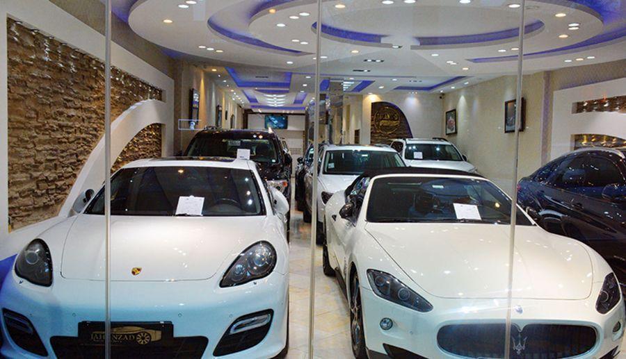 گزارش - خودروهای خارجی در تعقیب دلار؛ قیمت خودرو در بازار کشور متاثر از چیست؟