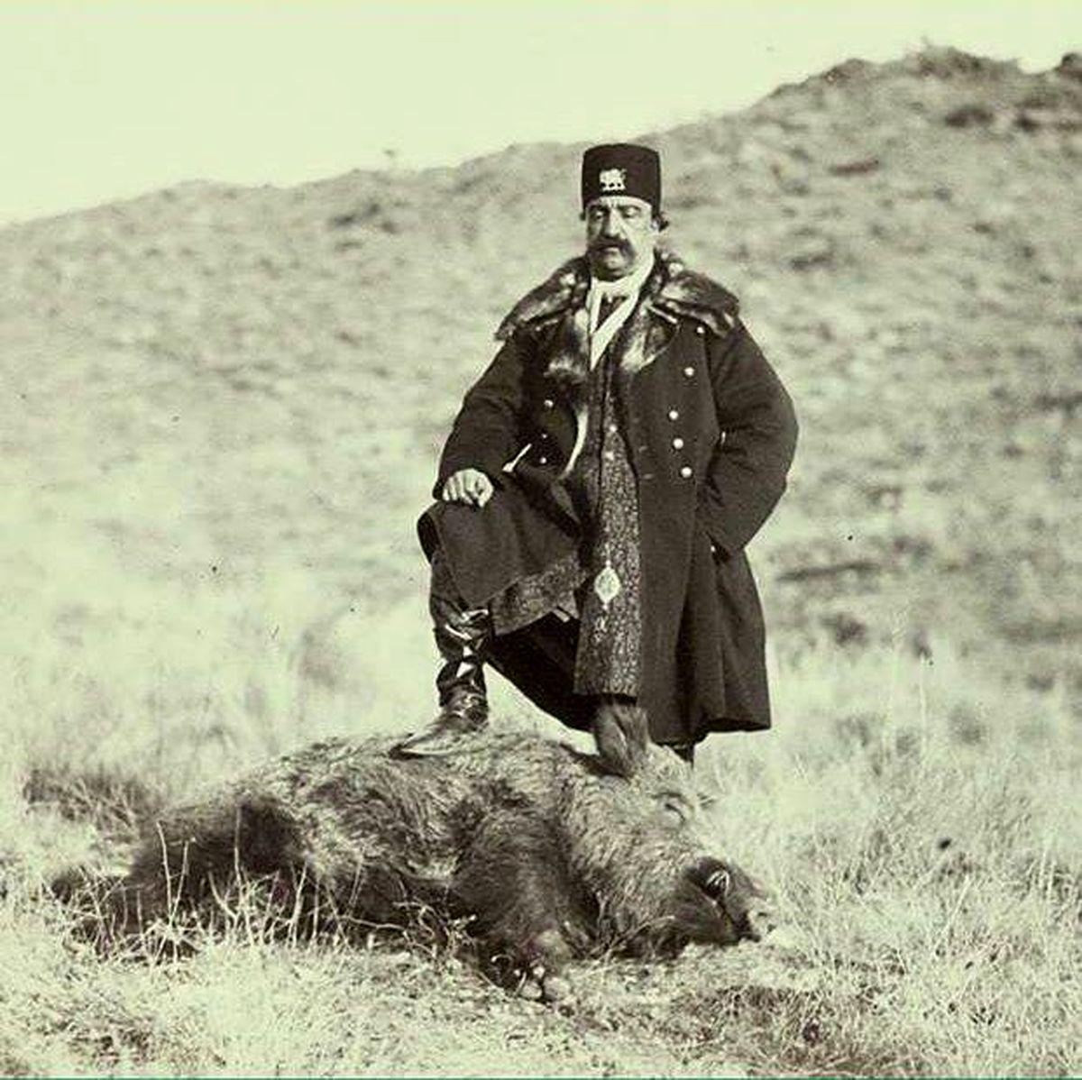 عکس: ژست ناصرالدین شاه پس از شکار گراز