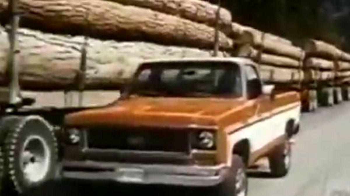 تبلیغ جنجالی خودروی قدیمی +عکس و فیلم