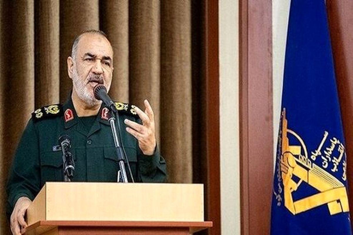 سرلشکر سلامی: دستانمان به نیابت از ملت همیشه روی ماشه است