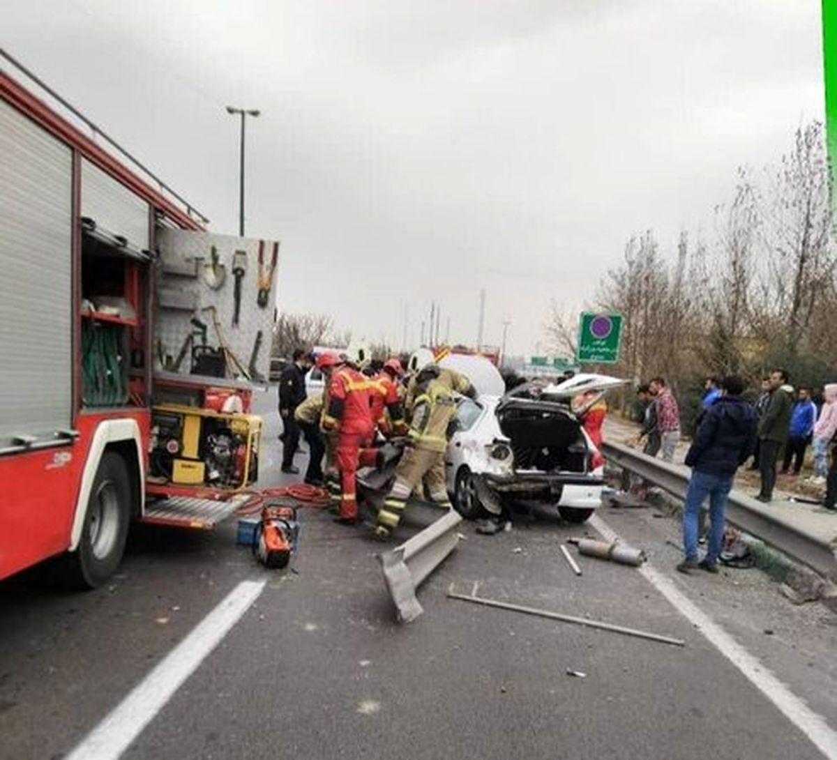 تصادف وحشتناک در بزرگراه یادگار امام/ هر دو پای راننده قطع شد +عکس