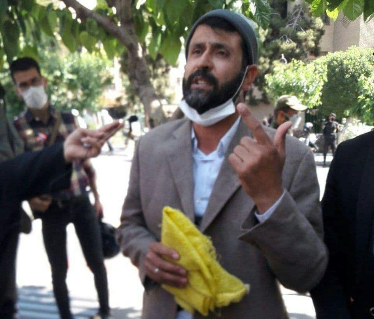 ثبت نام بازیگر سریال دادستان دهنمکی با ظاهر متفاوت برای ریاست جمهوری +عکس