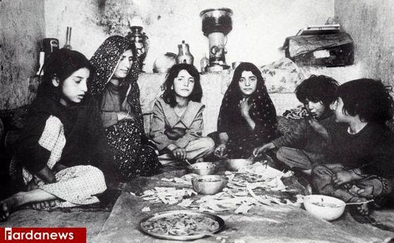 عکس خاطرهانگیز از سفره شام ایرانی در قدیم