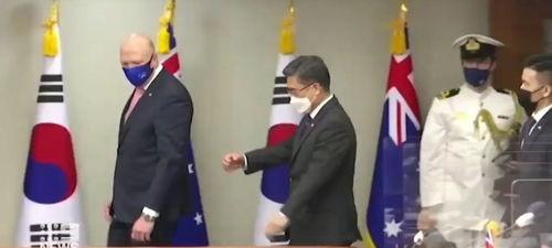 نابلدی خوش و بش کرونایی وزیر دفاع استرالیا سوژه شد +فیلم
