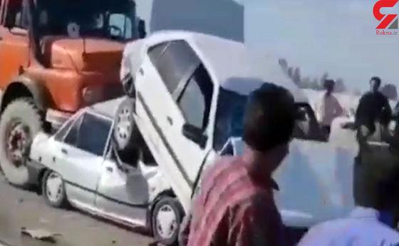 فیلم وحشتناک از له شدن پراید و پژو زیر کامیون/ فوت راننده پراید