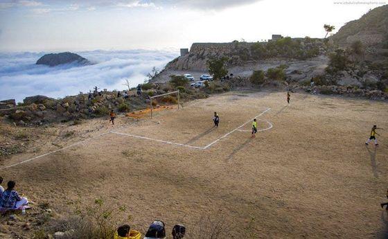 عجیب ترین و زیباترین زمین فوتبال +عکس
